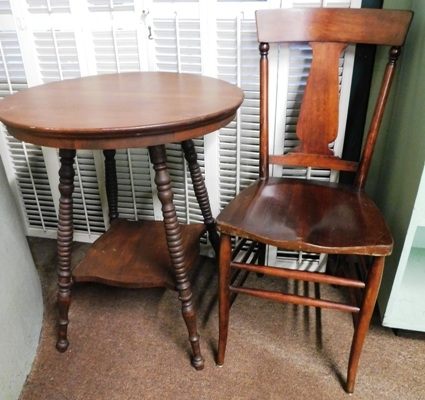 1900's ROUND LAMP TABLE + MAHOG. SIDE CHAIR