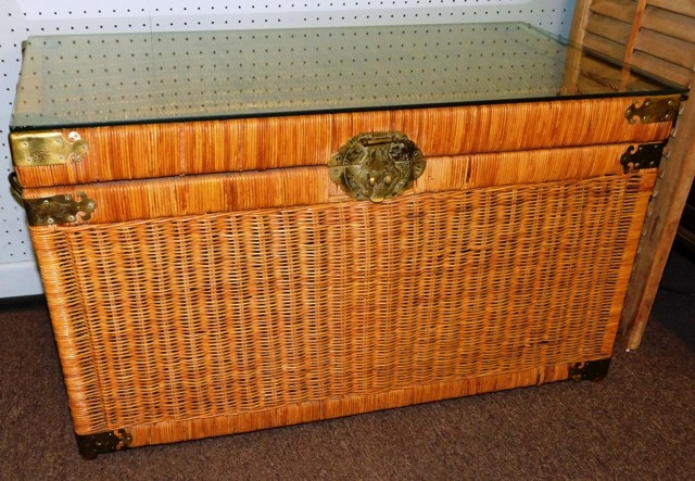 WICKER LIFT-TOP TRUNK/CHEST, BRASS TRIM, GLASS PROTECTIVE TOP