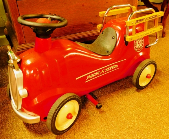 RADIO FLYER FIRE ENGINE SMALL CHILD PLAY CAR
