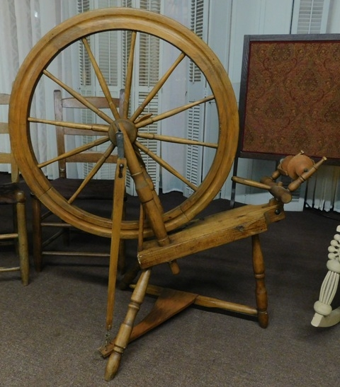 LATE 1800's SPINNING WHEEL - EXCELLENT CONDITION