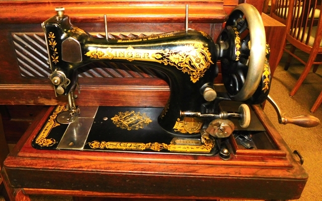 THE SINGER MFG. CO.-GREAT BRITAIN Hand Operated Portable Sewing Machine...