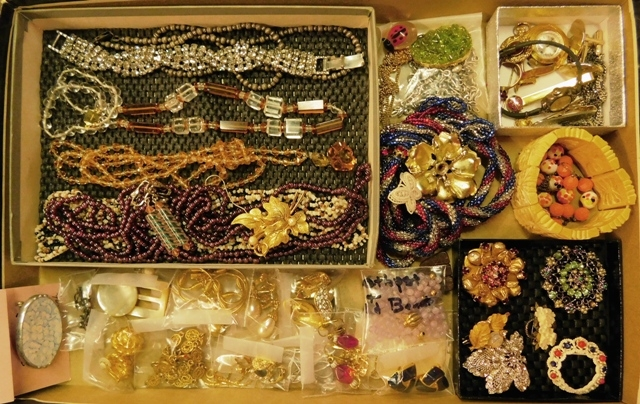 COLLECTION VINTAGE & COSTUME JEWELRY