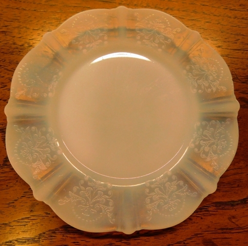 View 2~ AMERICAN SWEETHEART MONAX DEPRESSION GLASS DINNERWARE