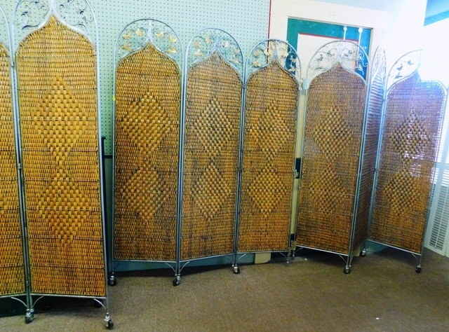 3-SETS METAL FRAMED WICKER SCREENS ON ROLLERS