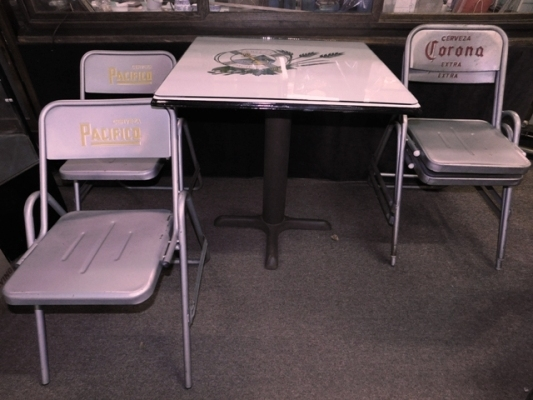 CERVEZA CORONA ENAMEL TOP TABLE & 4 METAL FOLDING CHAIRS