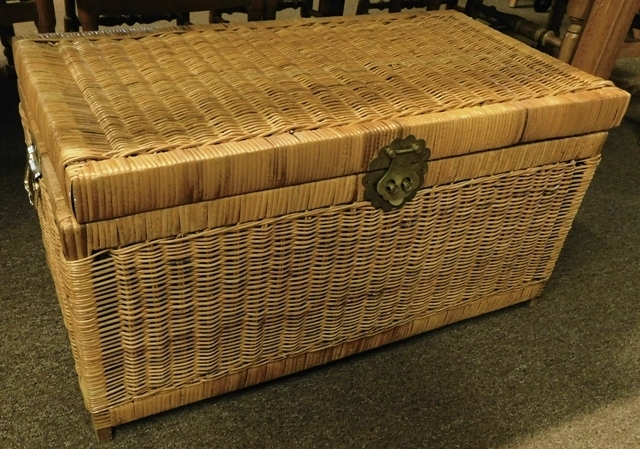 WICKER LIFT TOP CHEST/TRUNK