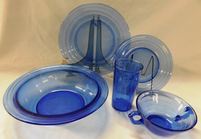 MODERNTONE DEPRESSION GLASS DINNERWARE, APX. 33 PCS.