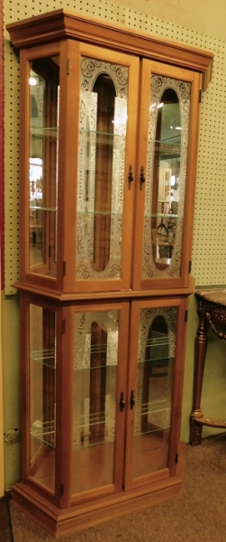 DISPLAY CABINET W/ETCHED GLASS FRONT DOORS, GLASS SHELVES, LIGHTED
