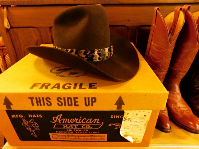 AMERICAN HAT CO. CHOCOLATE, XXX QUALITY 6-7/8 HAT & BOX