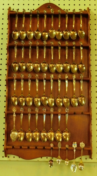 PLATE RACK WITH COLLECTION OF PRESIDENTIAL SPOONS