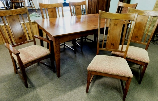 OAK MISSION STYLE DINING TABLE & 6 CHAIRS