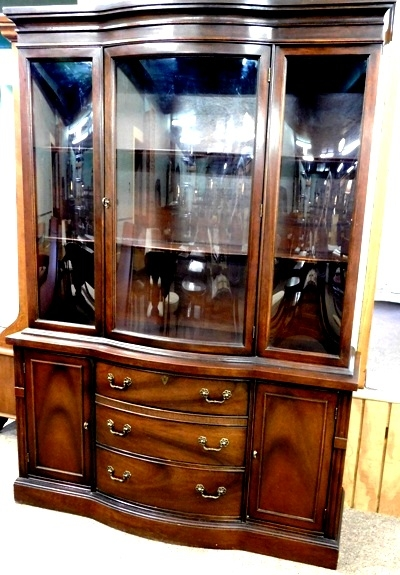 MAHOGANY CHINA CABINET, CURVED GLASS CENTER DOOR