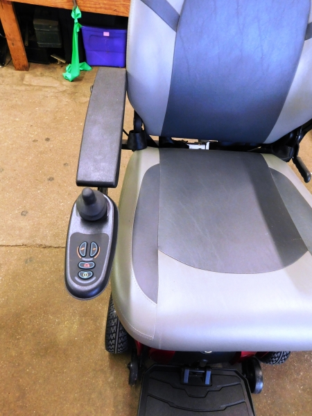 Vieew 2~GOLDEN MOTORIZED POWER CHAIR~No Battery or Accessories