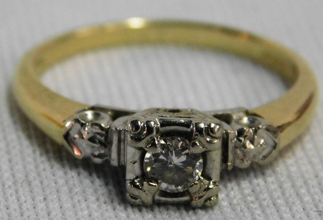 14K GOLD LADIES DIAMOND RING