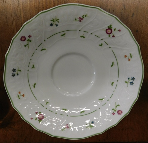 View 2~ROYAL DOULTON-AUIGNON DINNERWARE