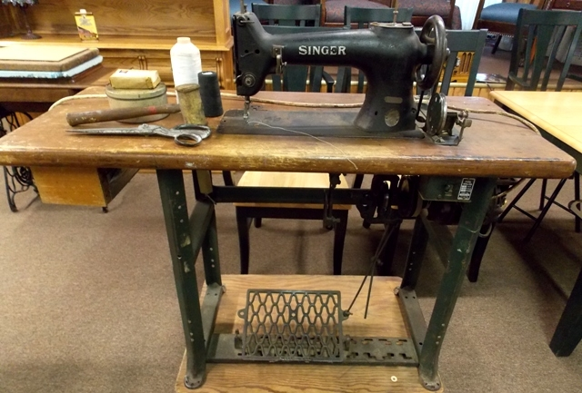 SINGER 78-1 RARE LEATHER/CANVAS SEWING MACHINE...