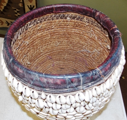 View 2~ COWRIE SHELL BASKET INTERIOR