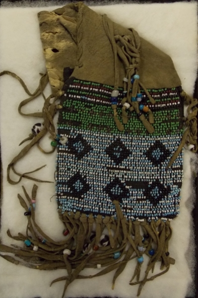 BEADED SANTEE SIOUX INDIAN PURSE
