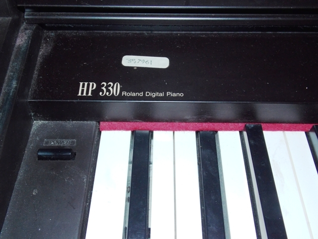 VIEW 3~ROLAND HP330 DIGITAL PIANO
