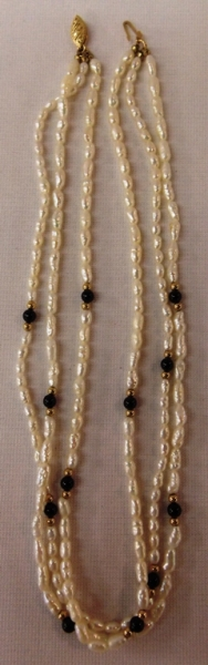 3-STRAND SEED PEARL NECKLACE, 14K CLASP