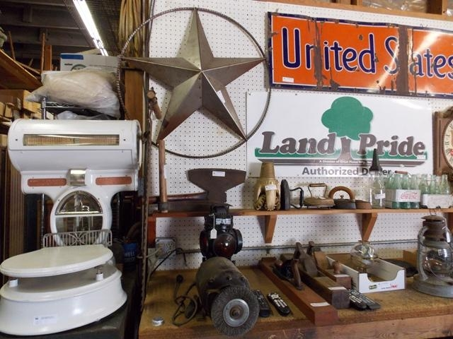 9-am ANTIQUE & COLLECTIBLES TO BE SOLD