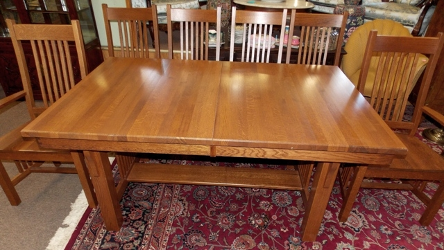 OAK MISSION STYLE DINING TABLE & CHAIRS