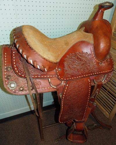 """VIEW 2~ WESTERN STYLE SADDLE 15/2"""""""