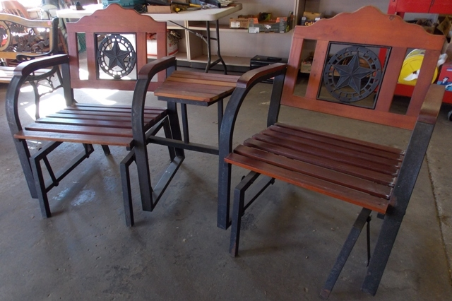 PAIR PATIO GLIDE CHAIRS/TABLE