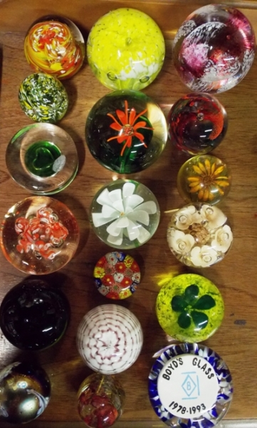 COLLECTIBLE PAPERWEIGHTS