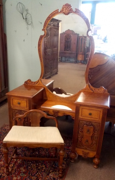 DRESSING TABLE & BENCH-4 PC. BR SET