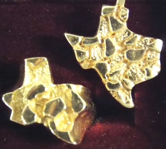 UNMARKED GOLD TEXAS RING & PENDANT