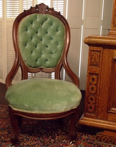LATE 1800'S WALNUT VICTORIAN SIDE CHAIR