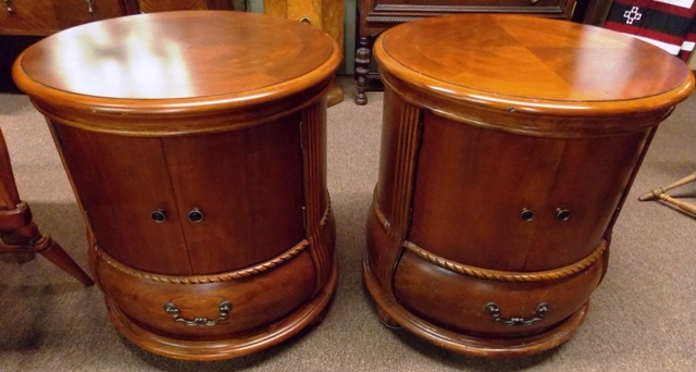 PAIR ROUND SIDE TABLE, STORAGE BASE