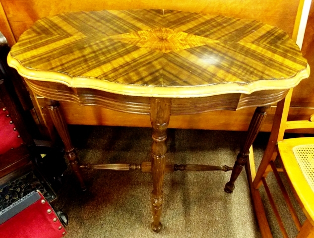 1940's OVAL LAMP TABLE