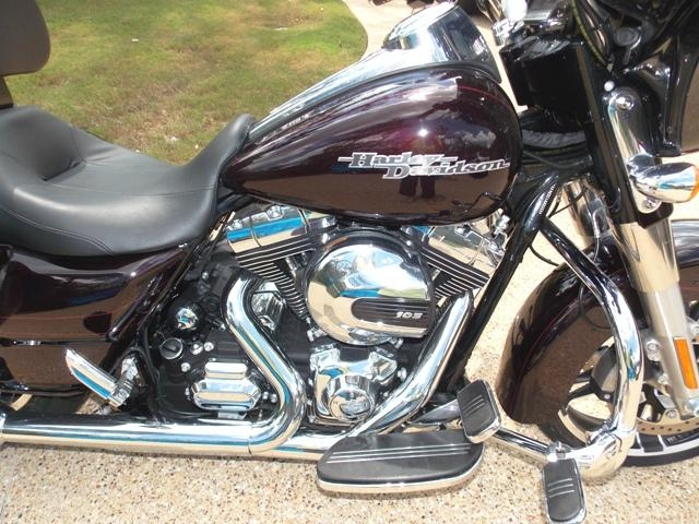 VIEW 18 Harley Davidson – 2014 HD FLHXS Street Glide Special ~ Less Than 400 Miles