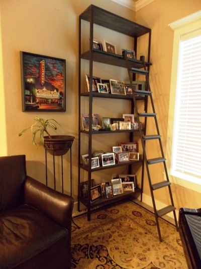 FIGY METAL DISPLAY BOOKCASE & LADDER
