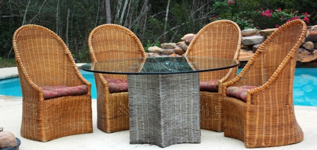 WICKER CHAIRS & STAR FISH TABLE BASE W/GLASS TOP