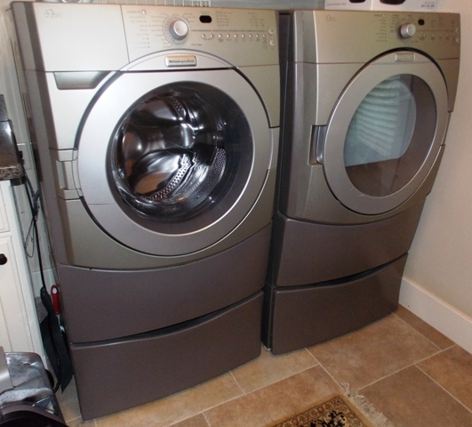 KITCHENAID ENSEMBLE SUPER FABRIC CARE FRONT LOAD WASHER/DRYER WITH STANDS