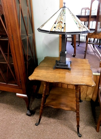 1900's OAK CENTER TABLE + MISSION STYLE TABLE LAMP