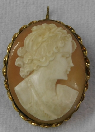 CARVED CAMEO BROOCH/PENDANT, GF FRAME