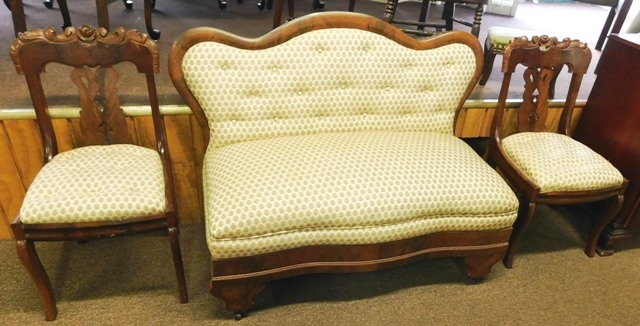 LATE 1800'S VICTORIAN ARMLESS LOVESEAT