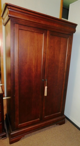 MAHOGANY 2-DOOR LINEN PRESS