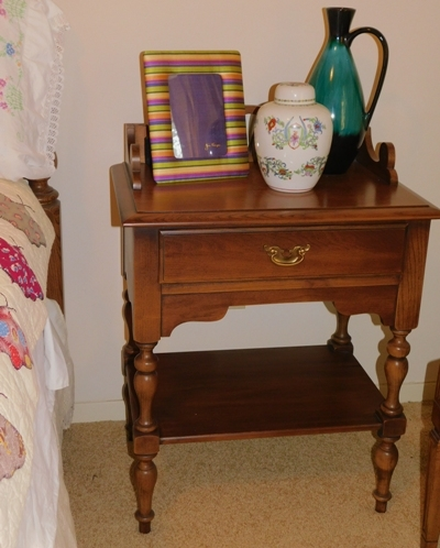 BROYHILL PENN TOWN 1-DR NIGHTSTAND-61