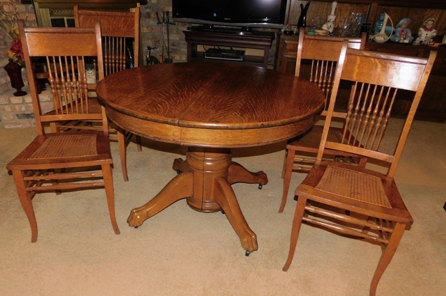 "44"" 1900's ROUND OAK DINING TABLE, SEMI-CLAW FEET, 10"" & 11"" LEAVES"