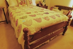 BROYHILL MAPLE CANNONBALL DBL BED & BEDDING (Quilt NOT Incl)-59